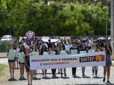 Campus Cajazeiras mobiliza estudantes e servidores para discutir sobre a PEC 241 e realiza ato nas ruas! Confira os registros.